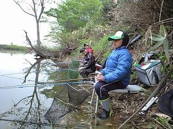 なまず沼釣り風景.JPG