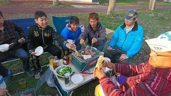 キャンプ第一日目夕食2.JPG